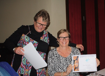 20150926072458Tricia_presenting_Anne_with_5_year_cert_200.jpg